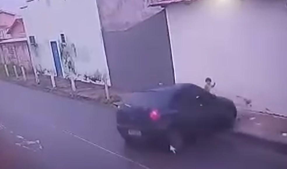 Acidente aconteceu em cruzamento de ruas em Araguaína — Foto: Reprodução
