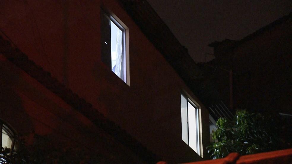 Corpo foi encontrado em quarto (Foto: Reprodução/ TV Gazeta)