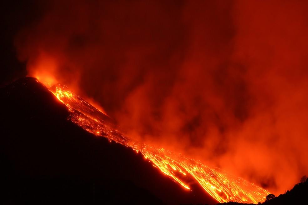 Vulcão Etna começou a entrar em Erupção no dia 16 de fevereiro. — Foto: Reuters.