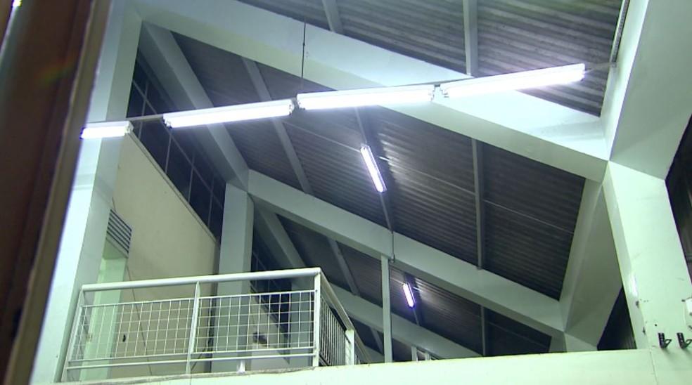 Teto do pronto-socorro central de Ribeirão Preto, SP — Foto: Reprodução/EPTV