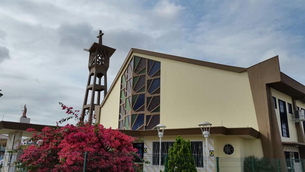 PM apreendeu equipamento que silenciou sino de igreja em Itajaí (Foto: Luiz Souza/NSC TV)