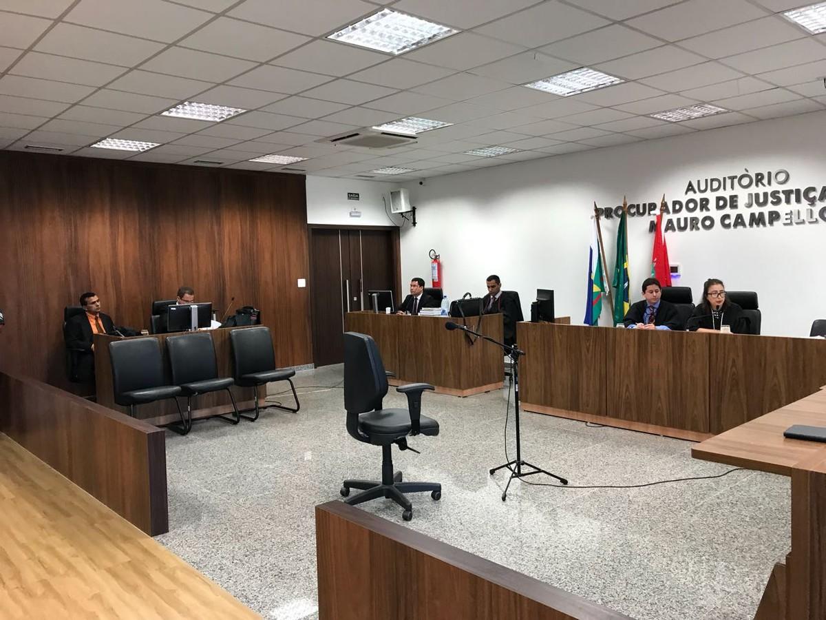 Começa julgamento de ex-PM acusado de três homicídios e uma tentativa em RR; réu não compareceu ao fórum