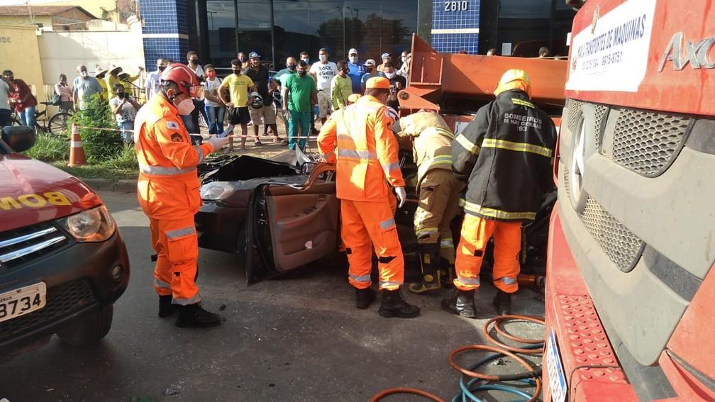 Motorista foi socorrido pelo Corpo de Bombeiros — Foto: Reinaldo Rodrigues Froes/ Arquivo pessoal