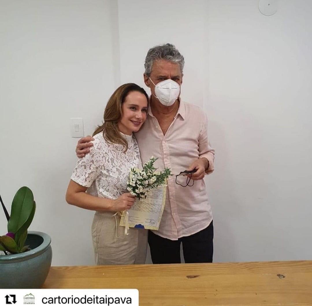 Chico Buarque e Caroline Proner se casaram ontem na Serra