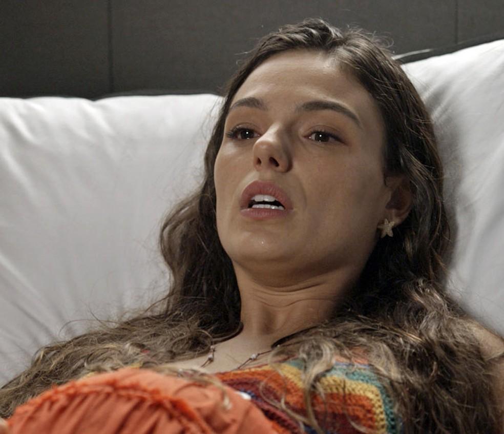 Ritinha passa mal e deixa Zu e Ivana preocupadas! (Foto: TV Globo)