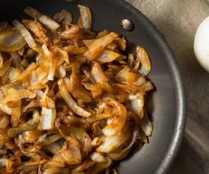 Acompanhamento clássico: como fazer cebola caramelizada