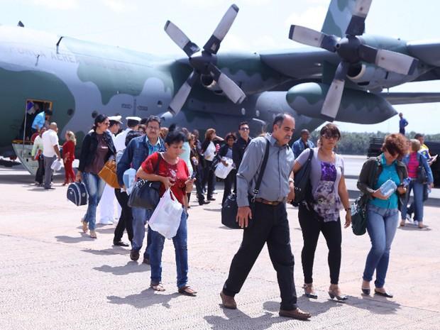 Profissionais do Mais Médicos chegando ao MA, em dezembro de 2013 (Foto: Biné Morais/O Estado)