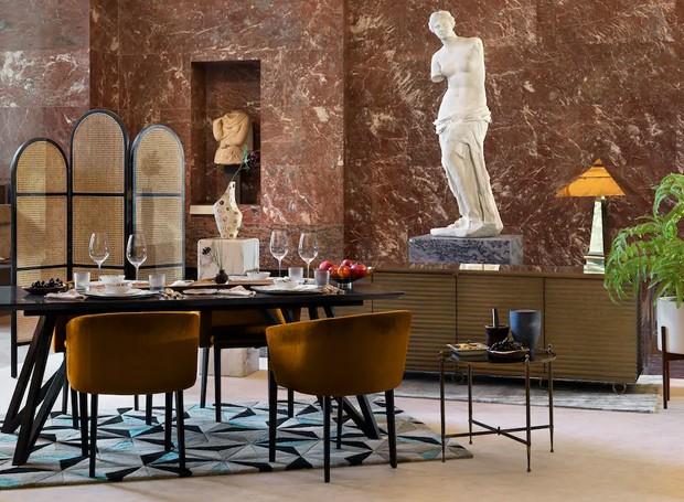 A experiência oferecerá um jantar com a Vênus de Milo (Foto: Airbnb/ Reprodução)