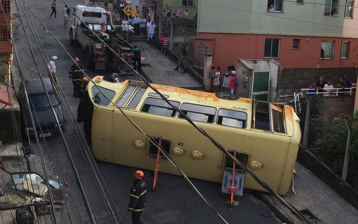 Acidente com micro-ônibus deixa feridos em Belo Horizonte