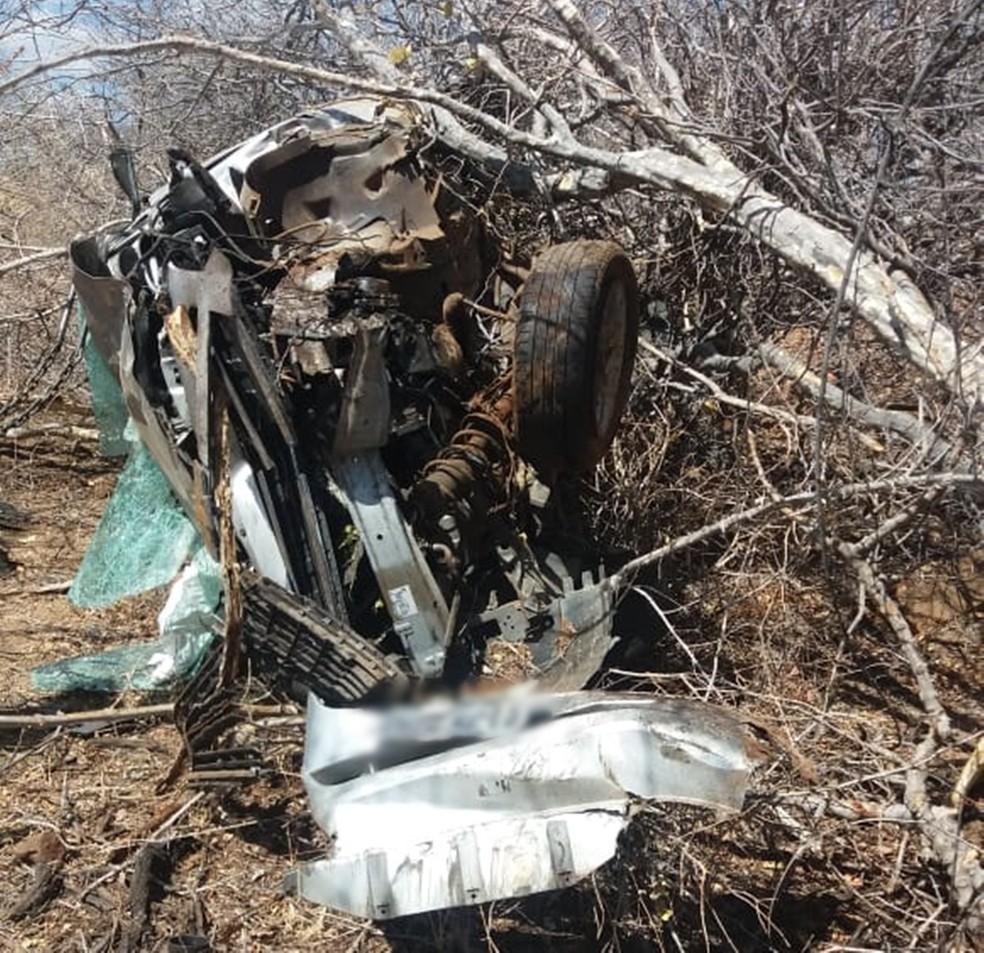 Apesar dos danos ao veículo, as quatro religiosas escaparam sem ferimentos — Foto: PRF/Divulgação