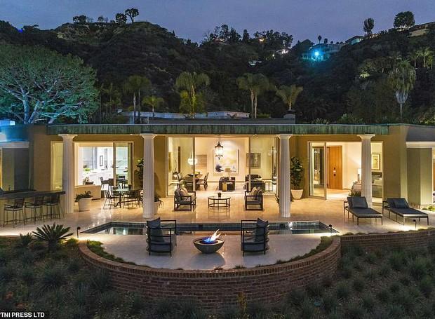 A modernidade está presente na casa, que possui um andar só  (Foto: MLS/ Reprodução)