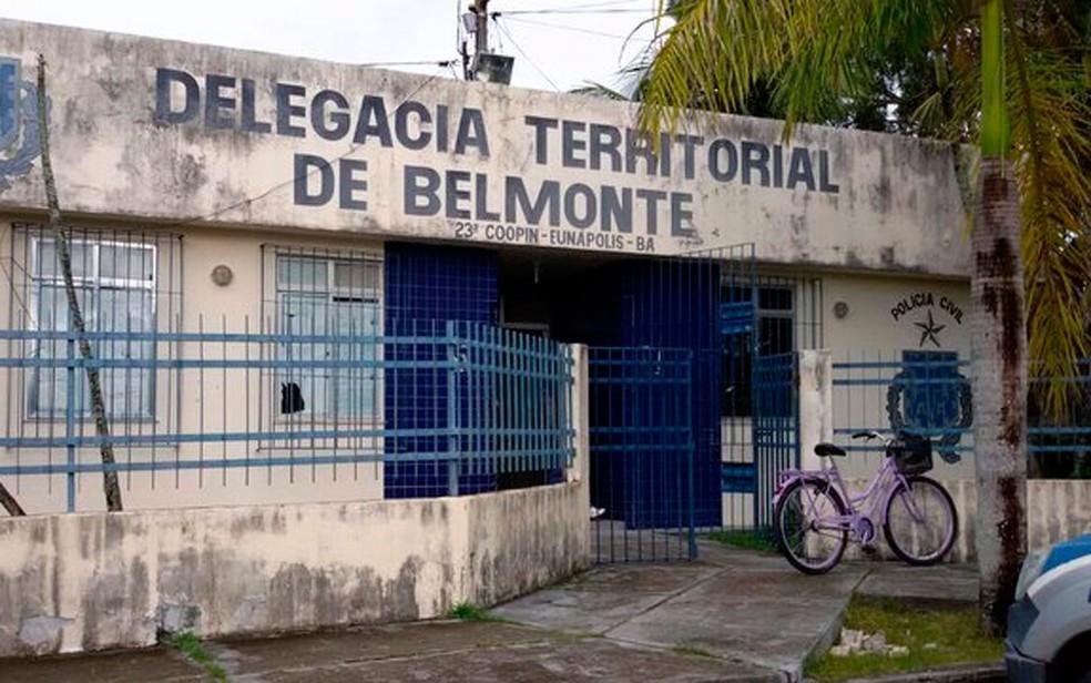 Jovem foi levado para a delegacia de Belmonte, na Bahia — Foto: Divulgação/Sindpoc