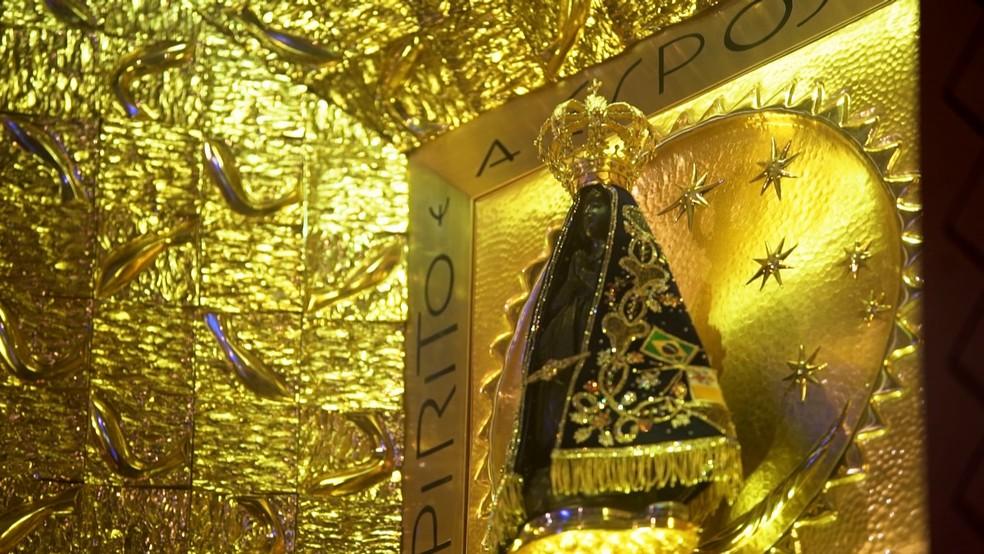 Atualmente a imagem tem uma coroa que foi doada pela Princesa Isabel (Foto: Rede Globo)