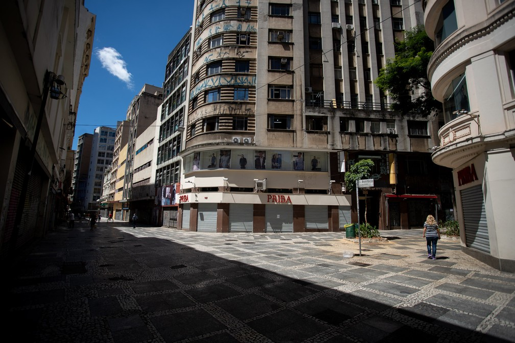 SÃO PAULO  - Centro de São Paulo é visto com pouco movimento na manhã desta segunda-feira (23) — Foto: Marcelo Brandt/G1