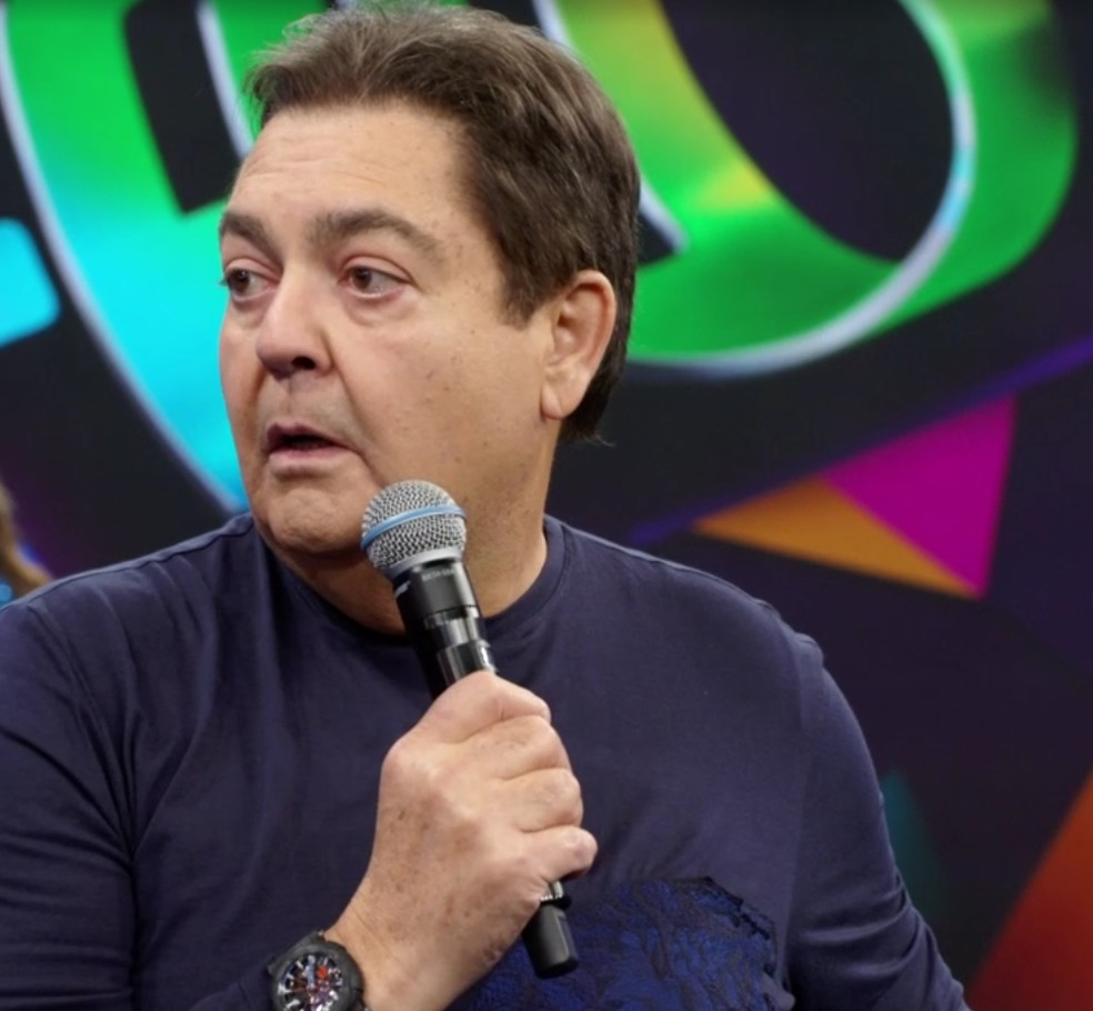 Faustão leva susto ao agradecer a presença da plateia no 'Domingão' — Foto: Globo