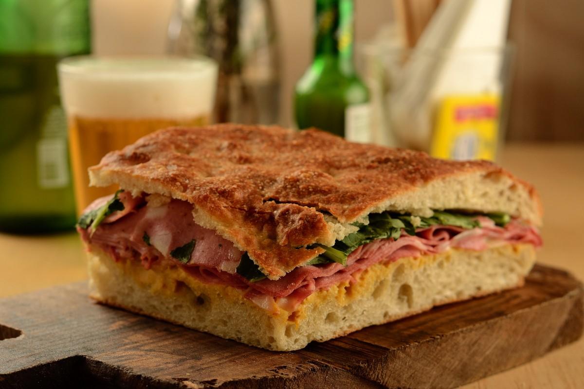 O panini de mortadela da chef Helena Mil-Homens (Foto: Wellington Nemeth)