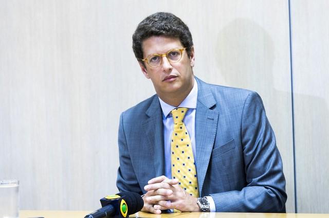 Gabeira: A arrogância do ministro Ricardo Salles e a história de Chico Mendes