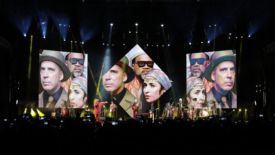 Carlinhos Brown comemora show dos Tribalistas no Lollapalooza: 'Esperamos 16 anos por esse encontro'