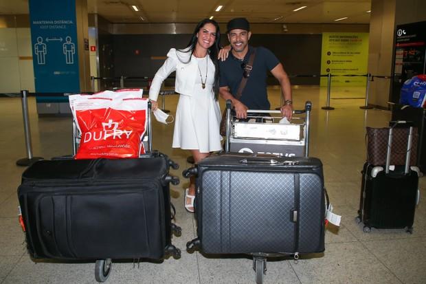 Graciele Lacerda y Zezé Di Camargo aterrizan en Brasil luego de su viaje a Cancún (Foto: Manuela Scarpa / Brazil News)