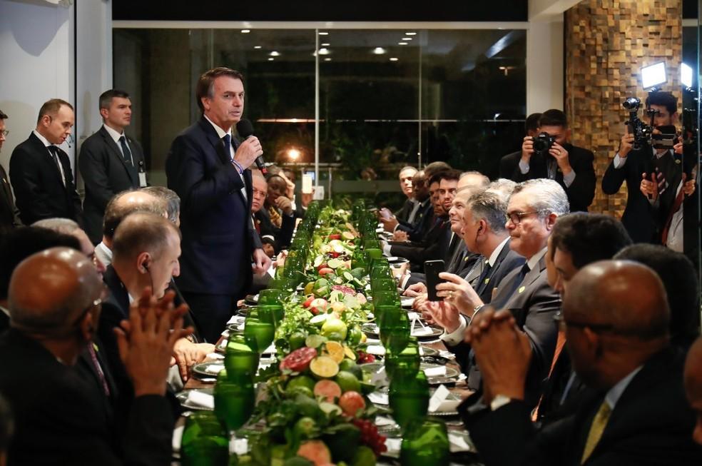 Presidente Jair Bolsonaro discursa em jantar com embaixadores de países islâmicos — Foto: Alan Santos/PR