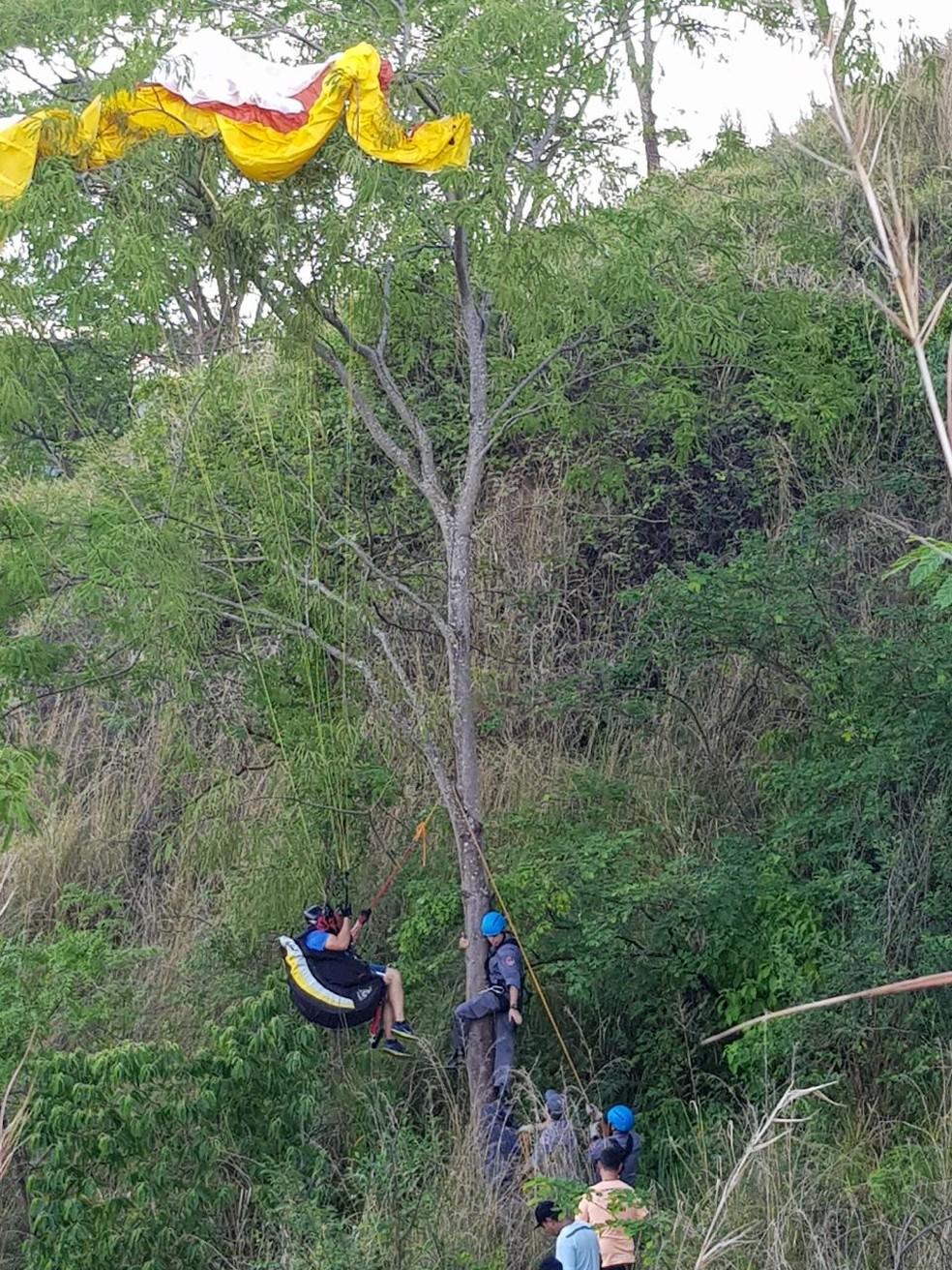 Bombeiros fizeram o resgate no final da tarde deste domingo em Marília (Foto: Corpo de Bombeiros / Divulgação )