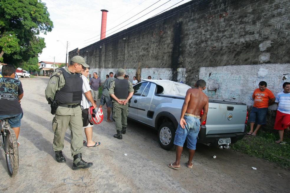 Corpo de Antônio Jorge foi encontrado alvejado dentro da caçamba de uma picape. — Foto: Kiko Silva / Sistema Verdes Mares