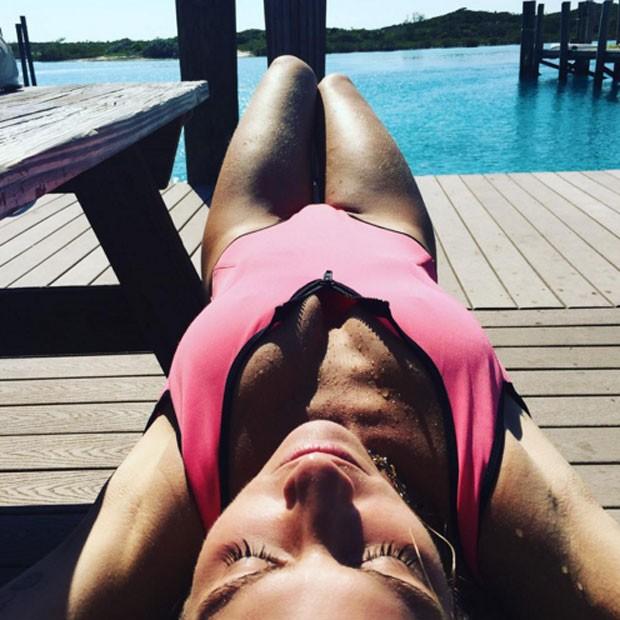 Giovanna Ewbank em praia nas Bahamas (Foto: Twitter/ Reprodução)