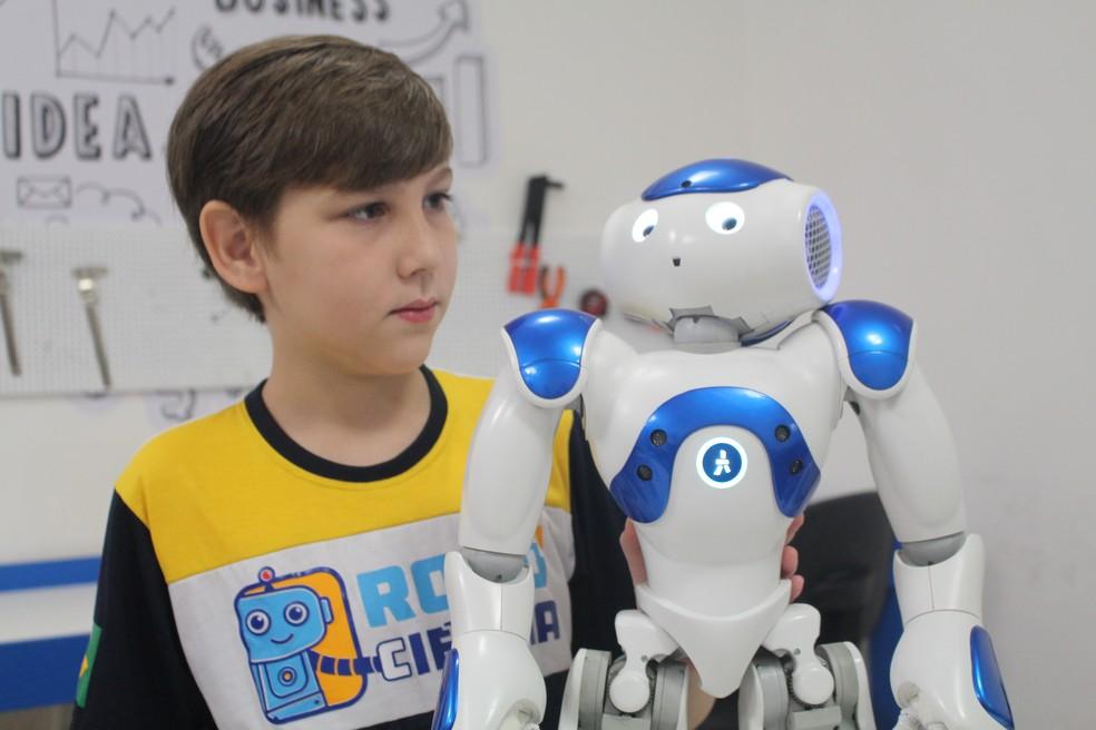 Robô é utilizado como ferramenta para facilitar processo de aprendizagem de crianças autistas (Foto: Andressa Vieira)
