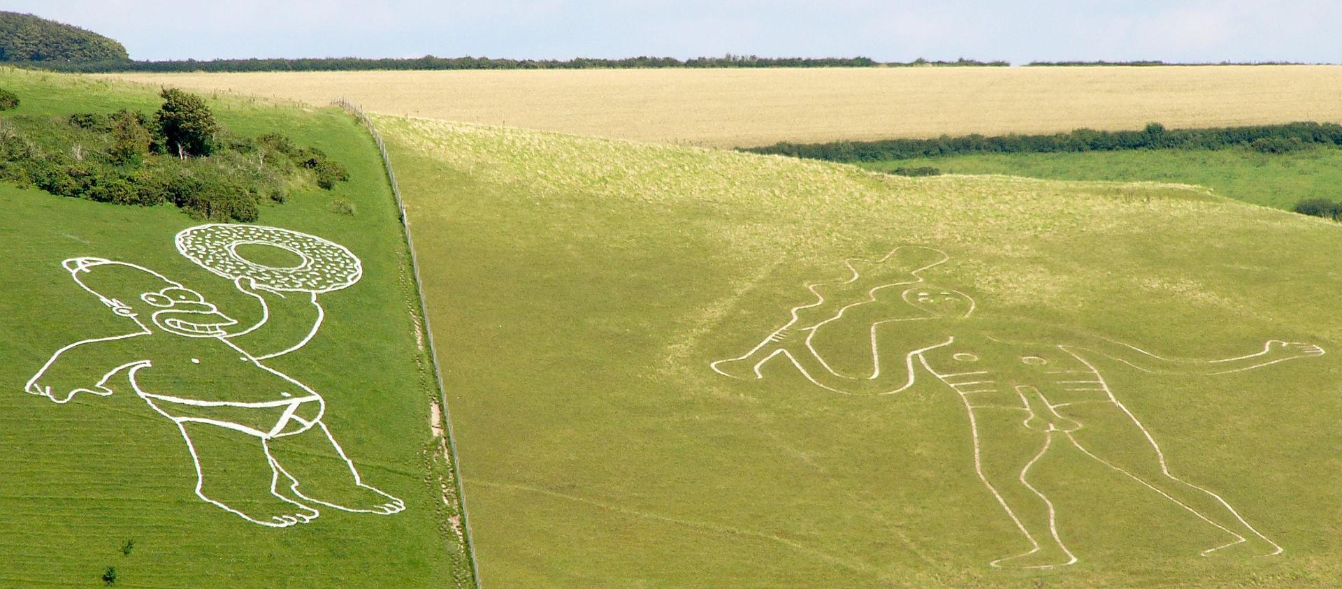 O gigante de Cerne Abbas ao lado de Homer Simpson. (Foto: Tim Bunce / Creative Commons)