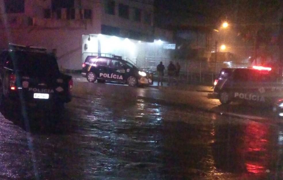 Polícia MIlitar foi acionada para ocorrência na CEF, no Cabo (Foto: WhatsApp)