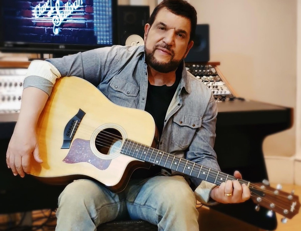 Michael Sullivan saúda 'Pátria de saia' em single que traz à tona inédito álbum de 2006 | Blog do Mauro Ferreira