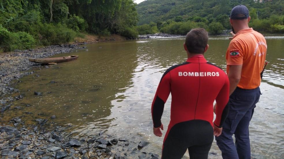 Bombeiros realizam buscas a homem em rio no Vale do Itajaí desde a manhã de sábado — Foto: Corpo de bombeiros voluntários de Ibirama/Divulgação