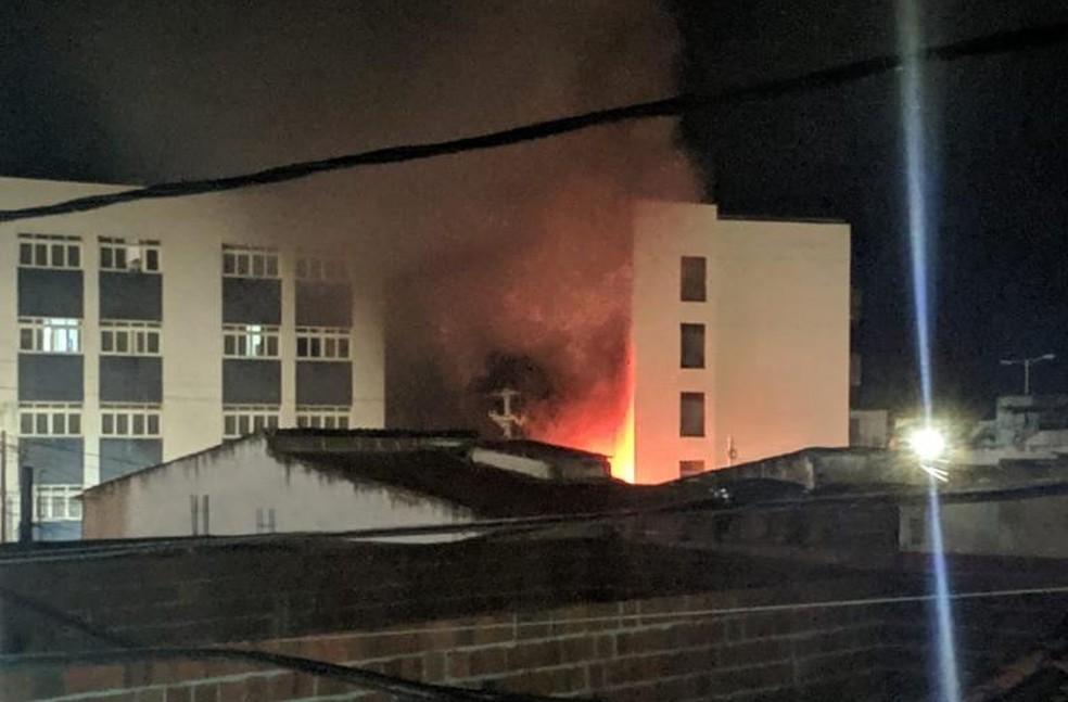 Fogo começou em gerador de hotel, segundo Corpo de Bombeiros — Foto: Redes sociais