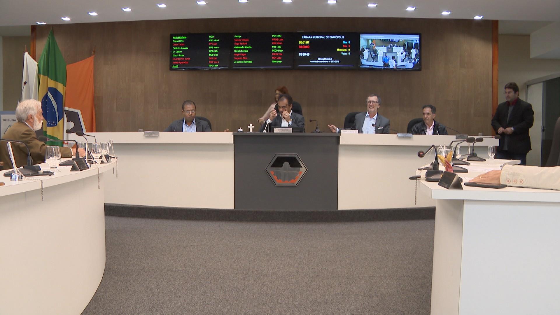 Câmara de Divinópolis aprova projeto para reforma administrativa, suplementação orçamentária e permuta de imóvel