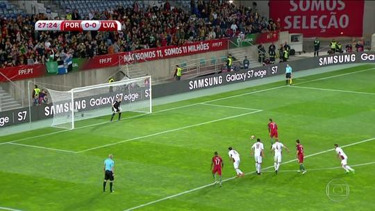 Cristiano Ronaldo marca duas vezes no jogo contra a Letônia pelas Eliminatórias