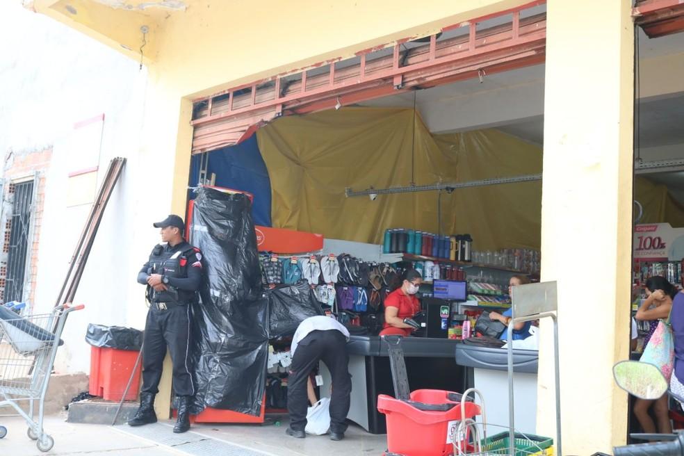 Caixa eletrônico ficou danificado, mas o grupo não teve acesso ao cofre. (Foto: Catarina Costa/G1)