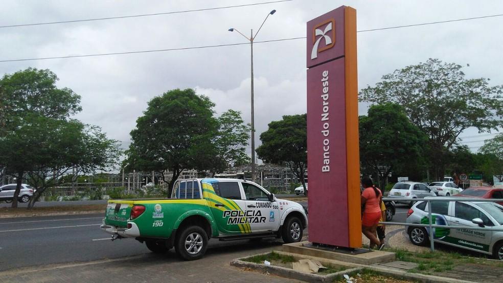 Banco do Nordeste, na zona Leste de Teresina, foi alvo de tentativa de assalto. (Foto: G1 PI)