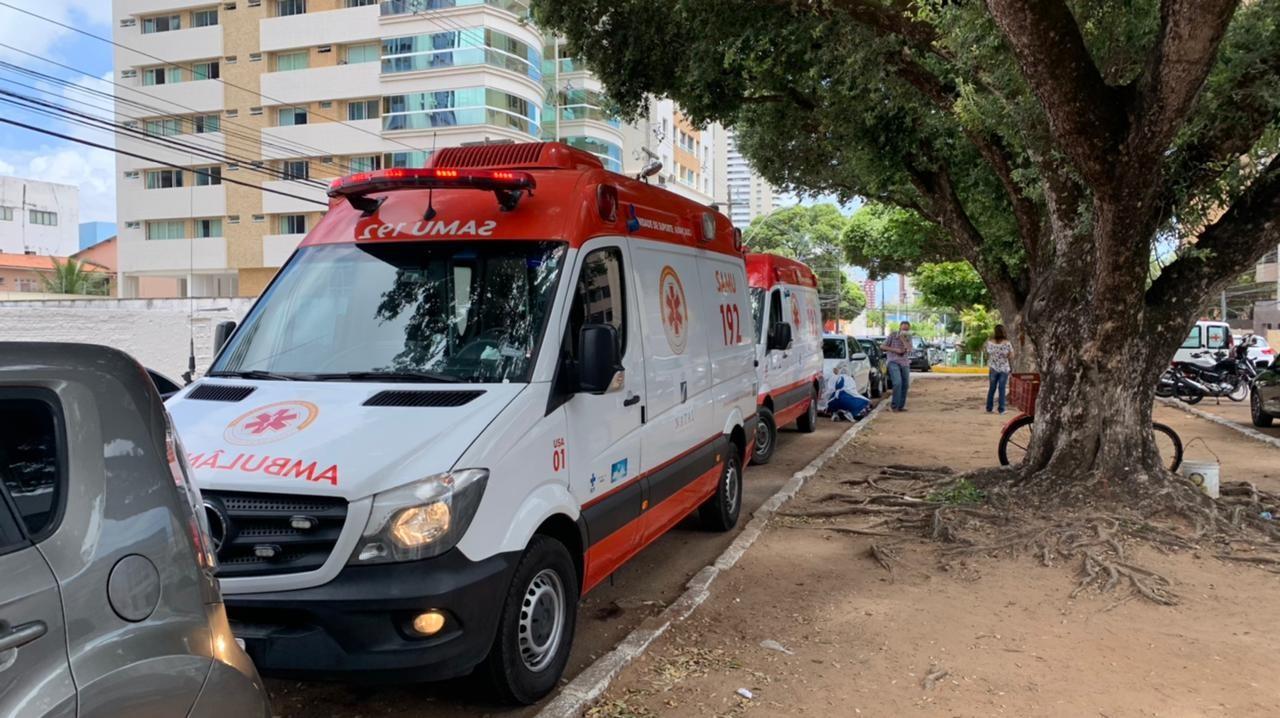Idosa com suspeita de Covid-19 espera mais de 6 horas dentro de ambulância por leito em hospital privado de Natal