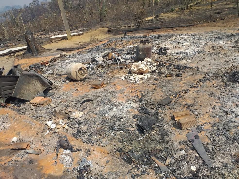 Incêndio foi registrado na terça-feira (13) em propriedades rurais na Linha TB-14.  — Foto: Reprodução/ Redes Sociais