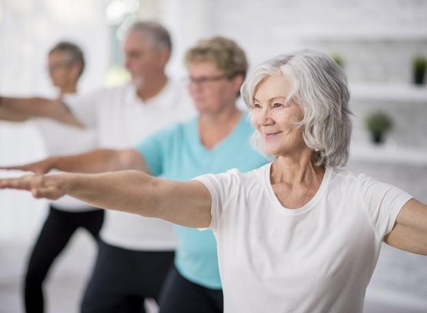 O pilates ajuda a melhorar coordenação motora, equilíbrio e consciência corporal (Foto: Getty Images)