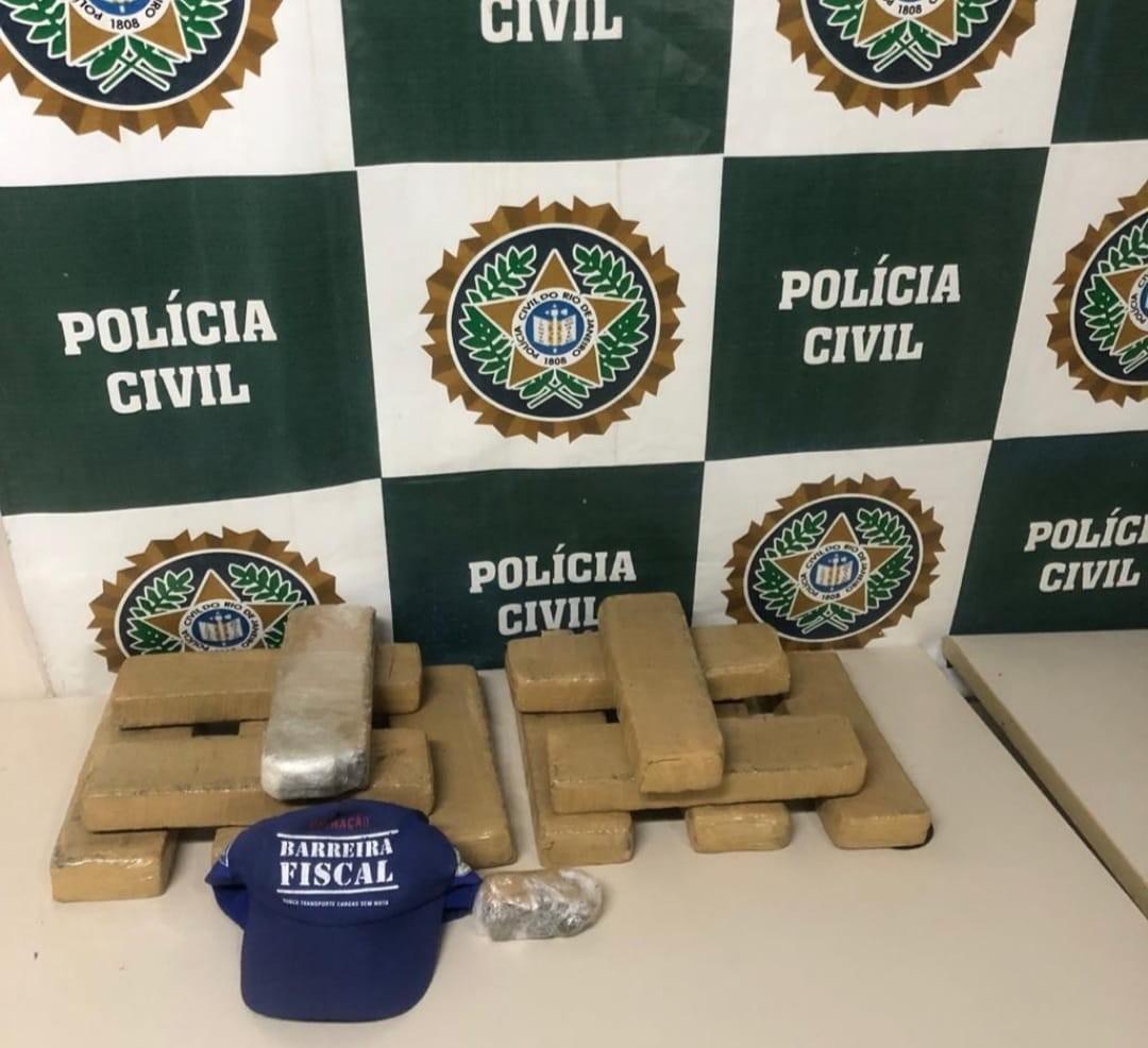 Suspeito de tráfico é preso com 10 kg de maconha na BR-040, em Três Rios