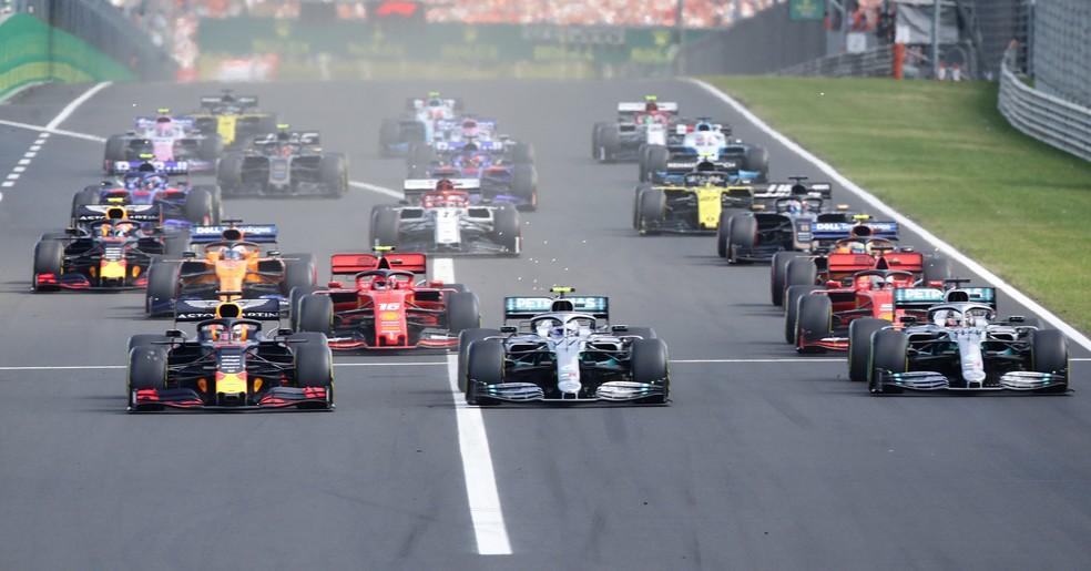 Largada do GP da Hungria, em Hungaroring — Foto: Reuters