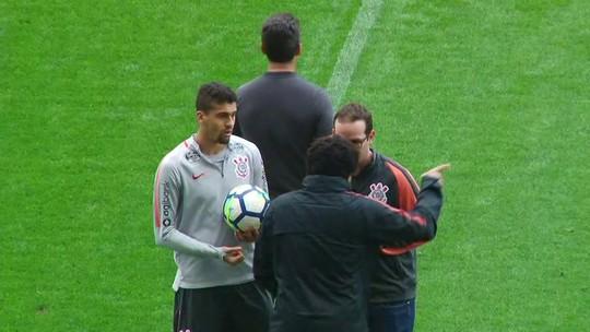 Corinthians x Cruzeiro: médico e fisioterapeuta discutem por Léo Santos em treino; veja o vídeo