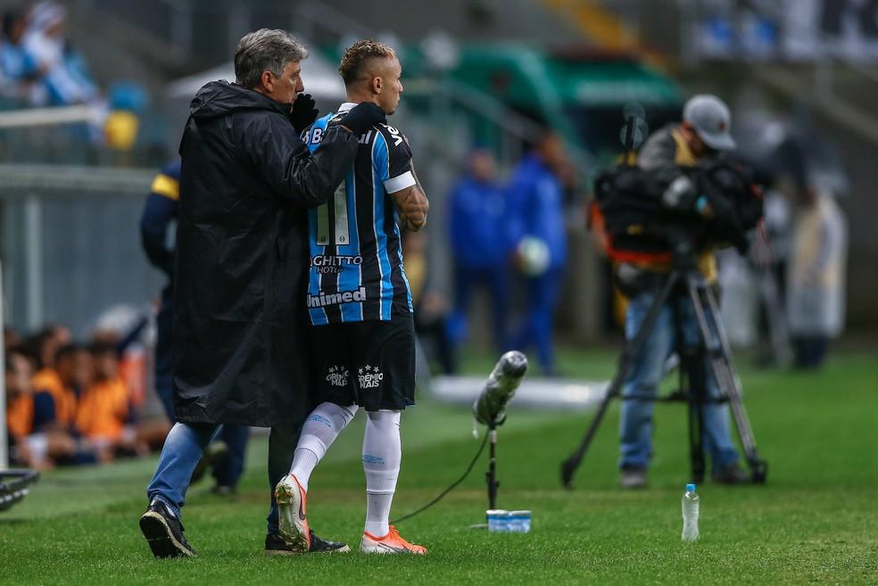 Everton busca Renato na artilharia do Grêmio — Foto: Lucas Uebel / Grêmio F.B.P.A.