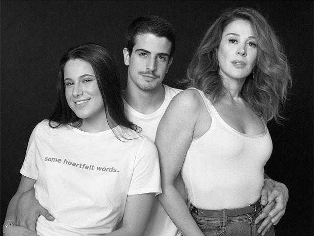 Enzo Celulari com a irmã, Sophia e a mãe, Claudia Raia  (Foto: Reprodução)