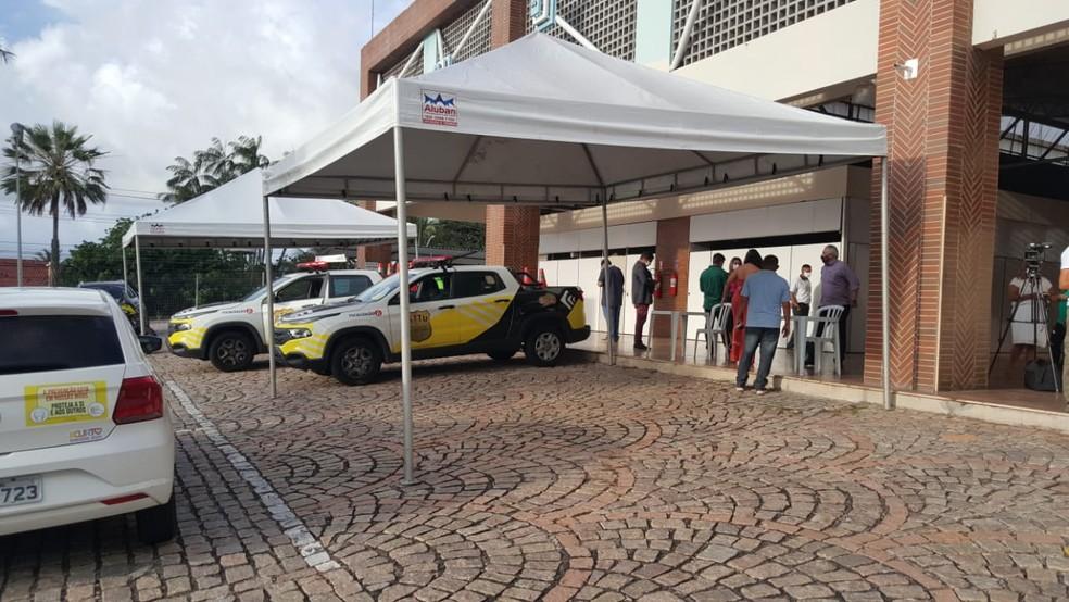 Durante o carnaval, vacinação dos profissionais da saúde acontecerá apenas em drive-thru no Via Direta, em Natal — Foto: Sara Cardoso/Inter TV Cabugi