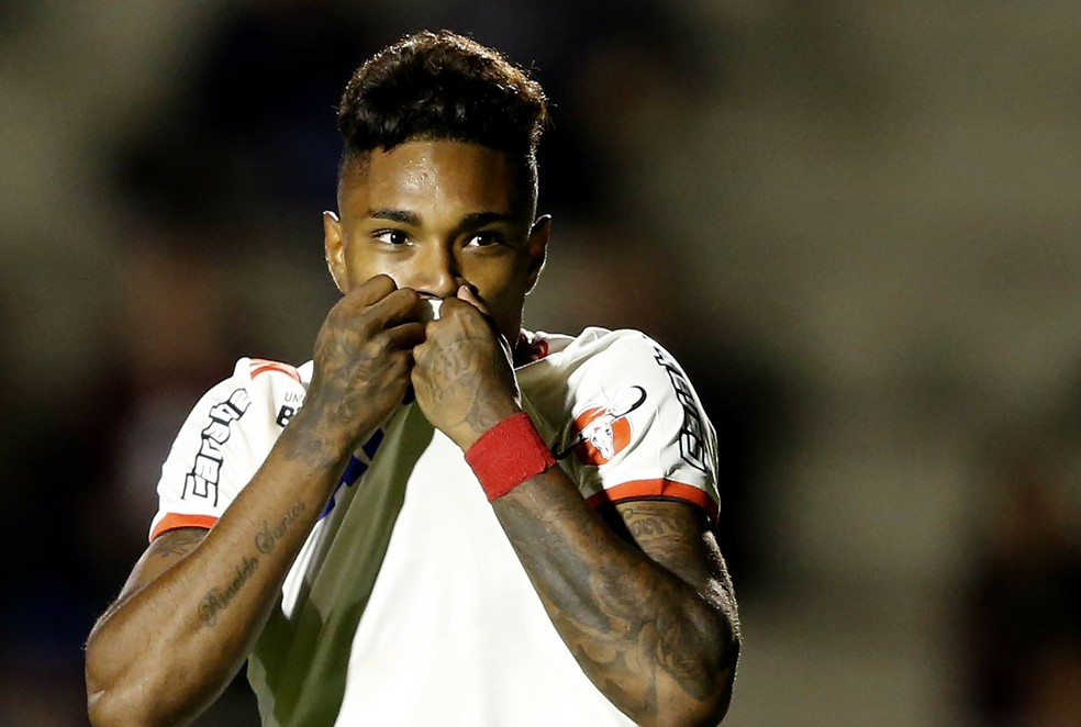 Vitinho fez um dos gols da goleada sobre o Paraná — Foto: RODOLFO BUHRER/FOTOARENA/ESTADÃO CONTEÚDO