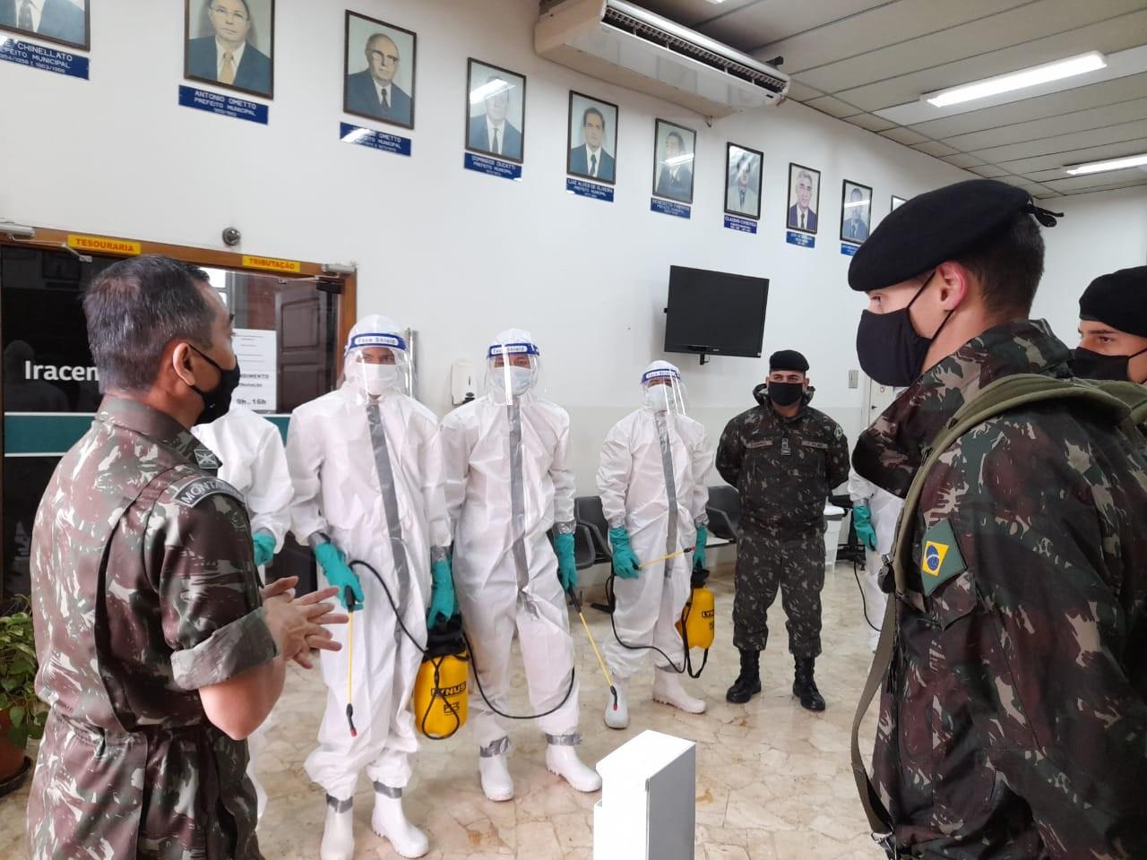 Covid-19: Exército faz desinfecção de prédios públicos em Iracemápolis