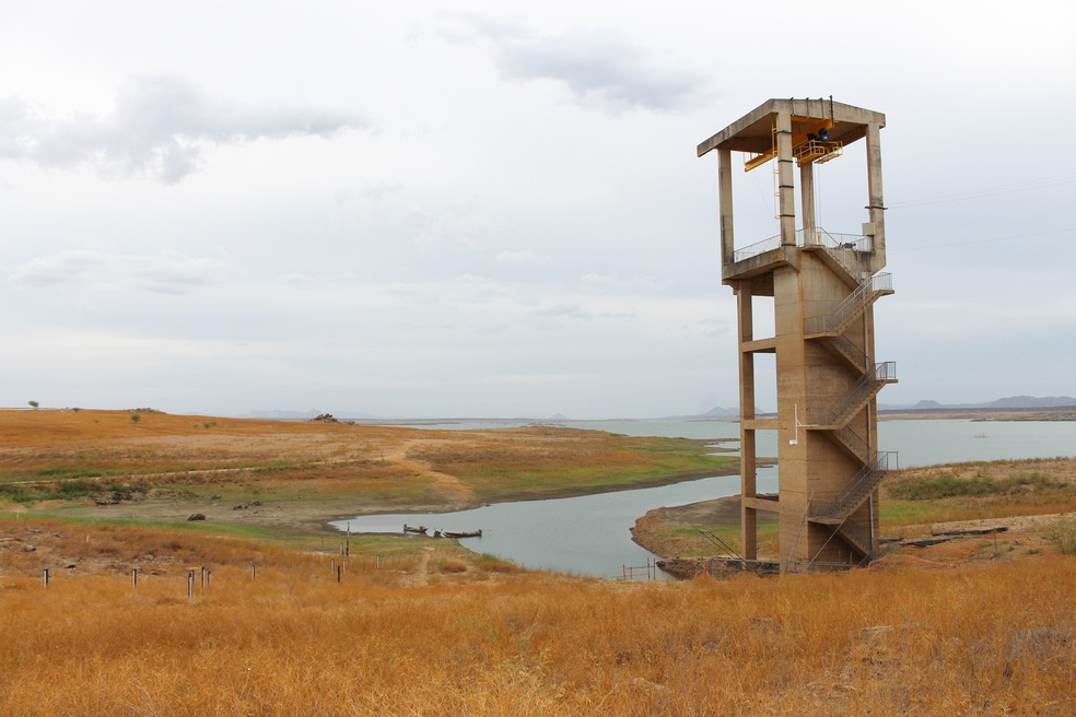 Maior barragem do RN, Armando Ribeiro Gonçalves está com apenas 12% de sua capacidade (Foto: Anderson Barbosa/G1)