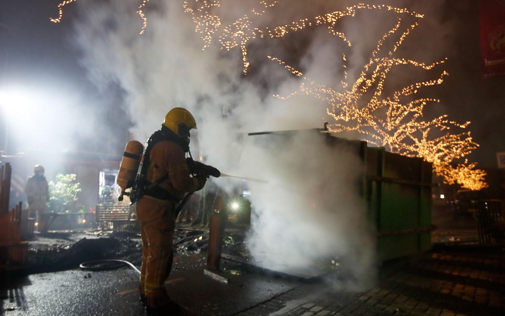 Holanda tem segunda noite de destruição em protestos contra toque de recolher